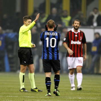 Wesley Sneijder Apologises For Red Card Against AC Milan
