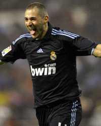 Karim Benzema celebra durante el Deportivo La Coruña-Real Madrid (Getty Images)