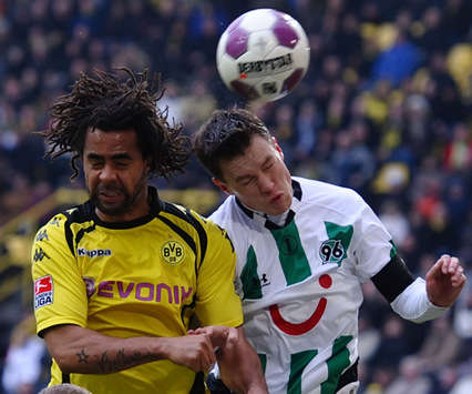 Bundesliga: Borussia Dortmund  Hannover 96, Patrick Owomoyela, Hanno Balitsch (Bongarts / Getty Images)