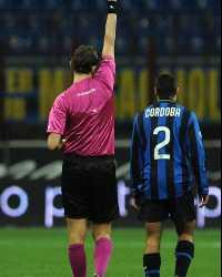 L'arbitro Tagliavento mostra il rosso a Cordoba durante Inter-Sampdoria (Getty Images)