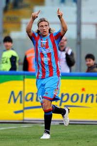 Maxi Lopez esulta dopo il suo primo goal in Catania-Palermo (Getty Images)
