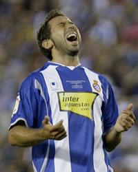 El delantero Raúl Tamudo se lamenta durante un partido con el Espanyol (Getty Images)